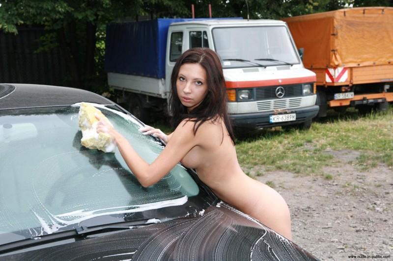 justyna-carwash-nude-in-public-37