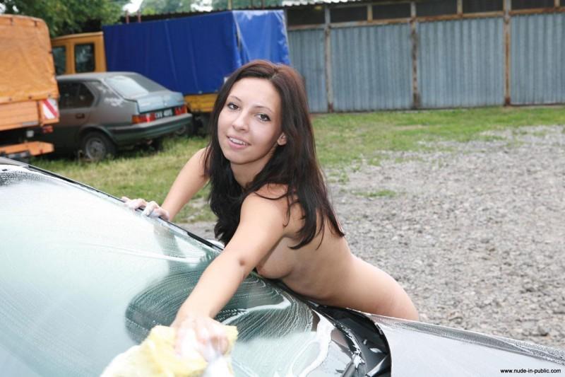 justyna-carwash-nude-in-public-38