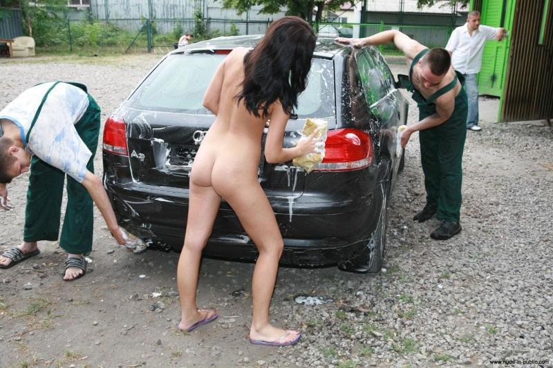 justyna-carwash-nude-in-public-43