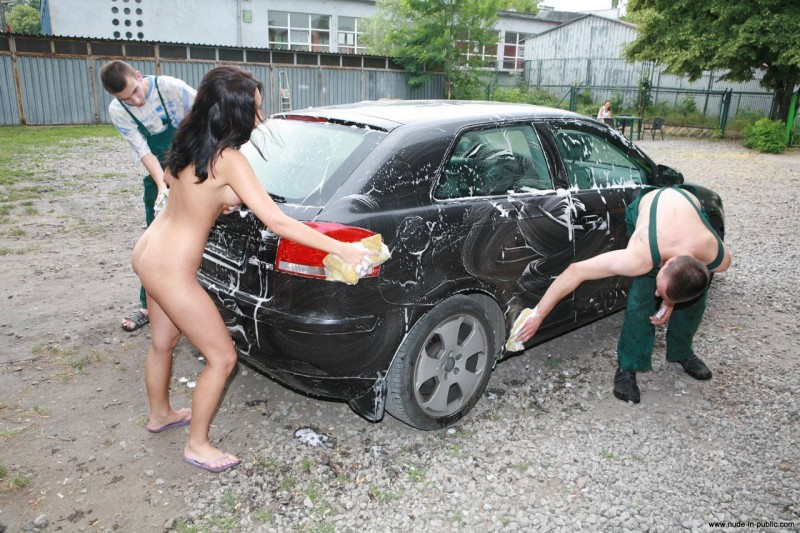 justyna-carwash-nude-in-public-44