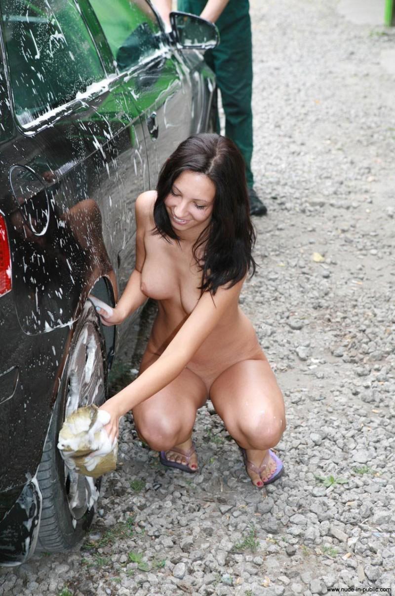 justyna-carwash-nude-in-public-48