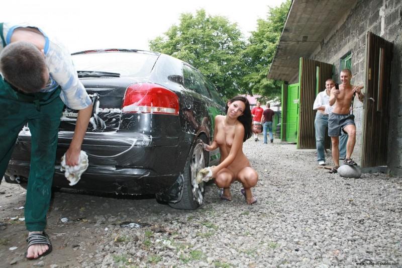justyna-carwash-nude-in-public-51