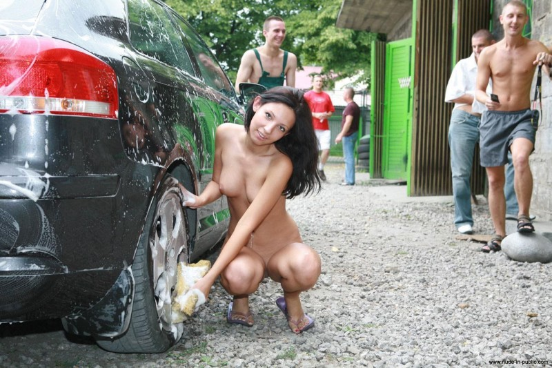 justyna-carwash-nude-in-public-52