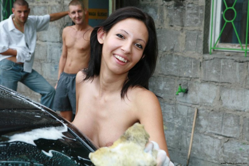 justyna-carwash-nude-in-public-56
