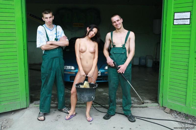 justyna-carwash-nude-in-public-67