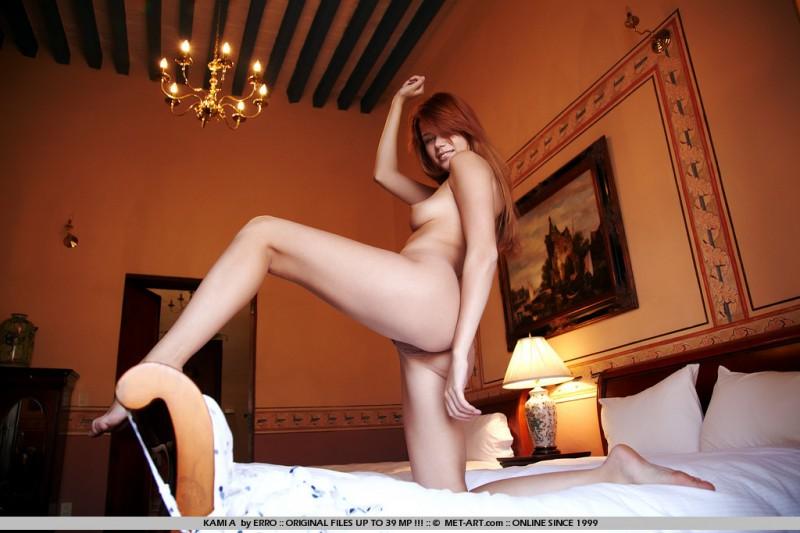 kami-a-bedroom-met-art-17