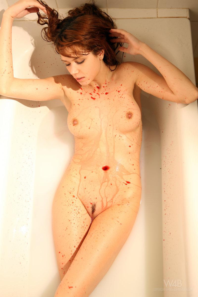 kamila-hermanova-in-bath-09