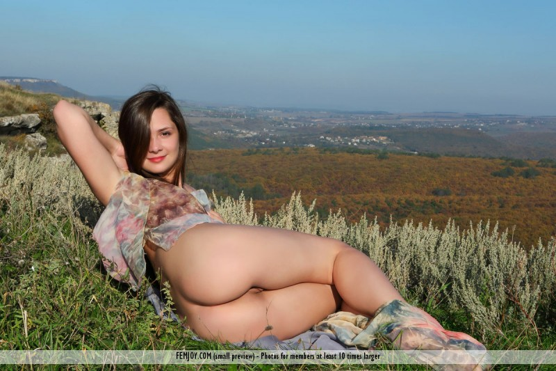 eva-u-naked-on-mountain-femjoy-03