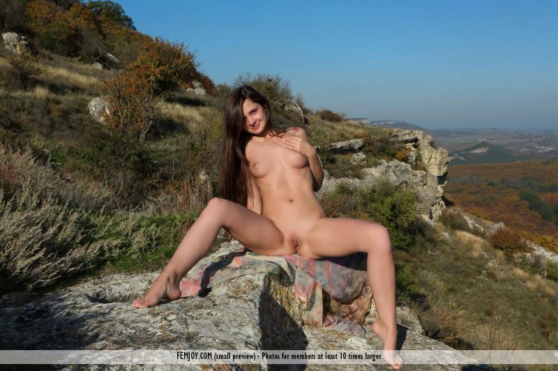 eva-u-naked-on-mountain-femjoy-05