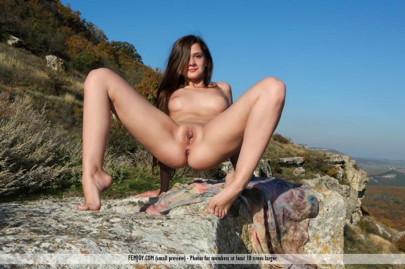 eva-u-naked-on-mountain-femjoy-07