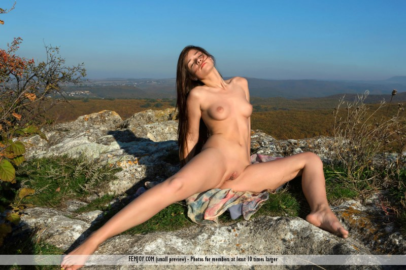 eva-u-naked-on-mountain-femjoy-13