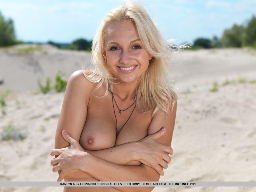 kamlyn-a-sand-dunes-naked-blonde-metart-01