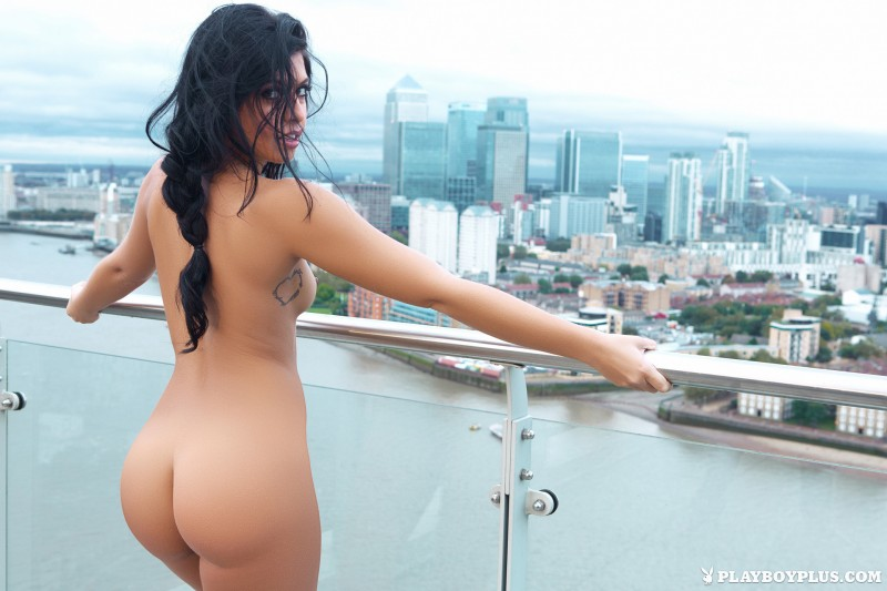 kara-de-la-hoyde-nude-balcony-view-london-playboy-24