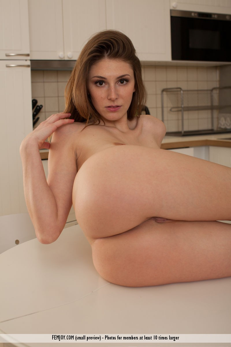 lindy-nude-kitchen-femjoy-06