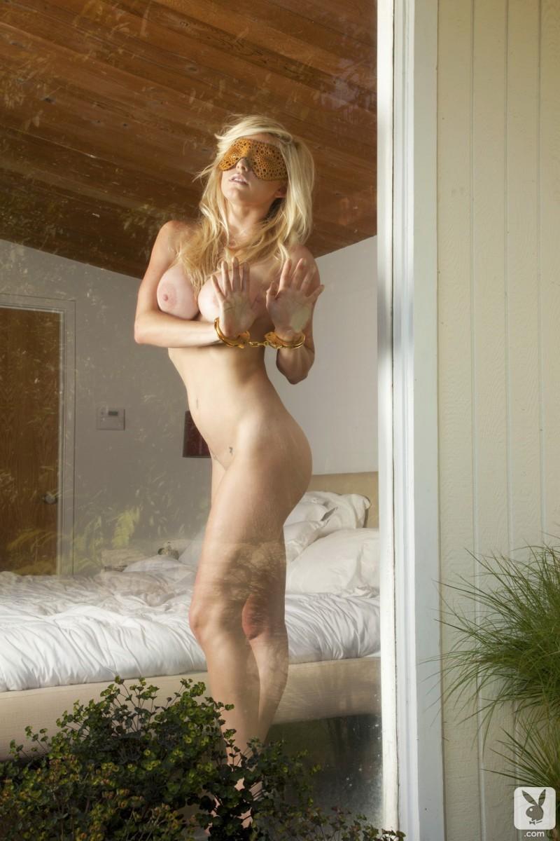 kari-nautique-nude-playboy-15