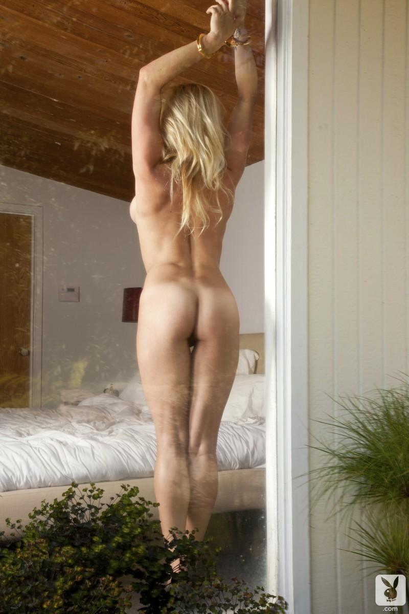 kari-nautique-nude-playboy-16