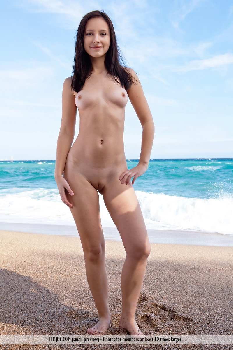 karina-seaside-femjoy-01