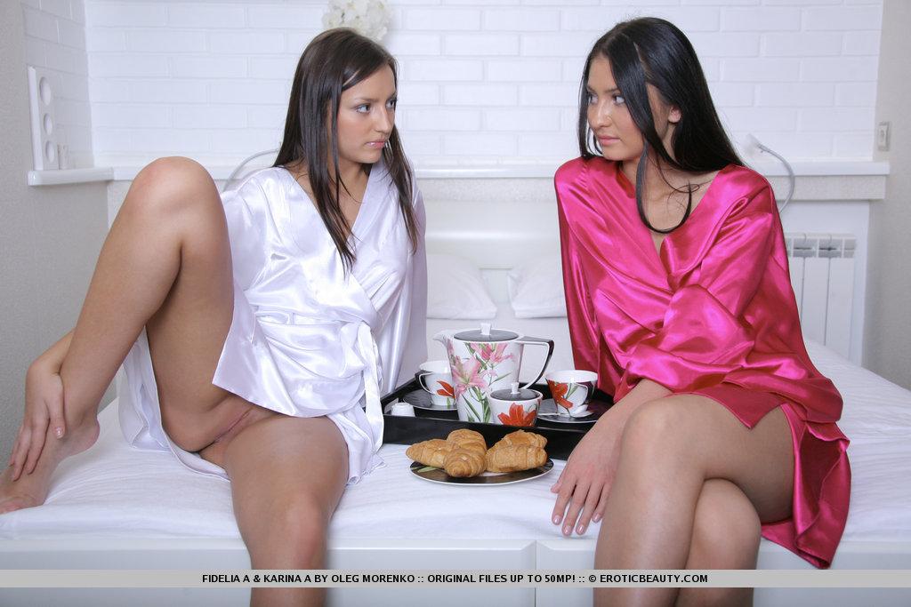 karina-k-fidelia-a-bedroom-breakfast-metart-01