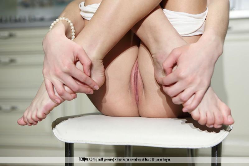 dana-p-skinny-kitchen-nude-femjoy-07
