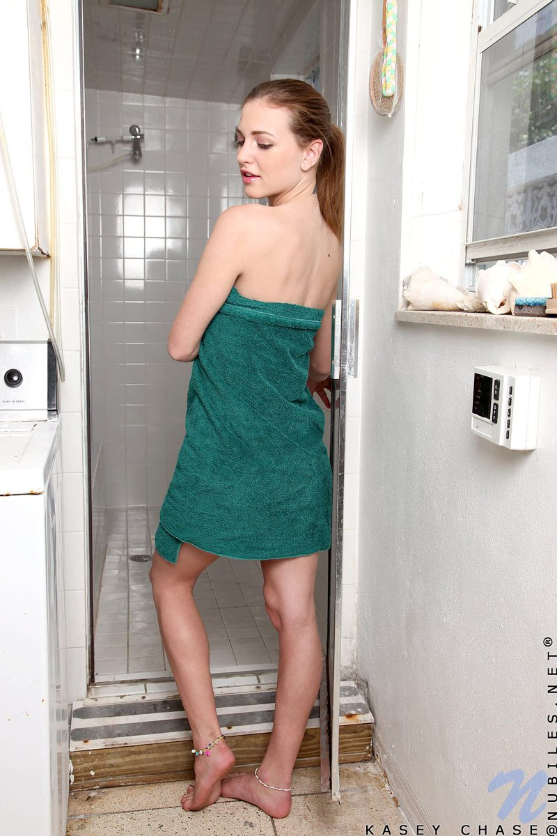 kasey-chase-shower-nude-nubiles-01