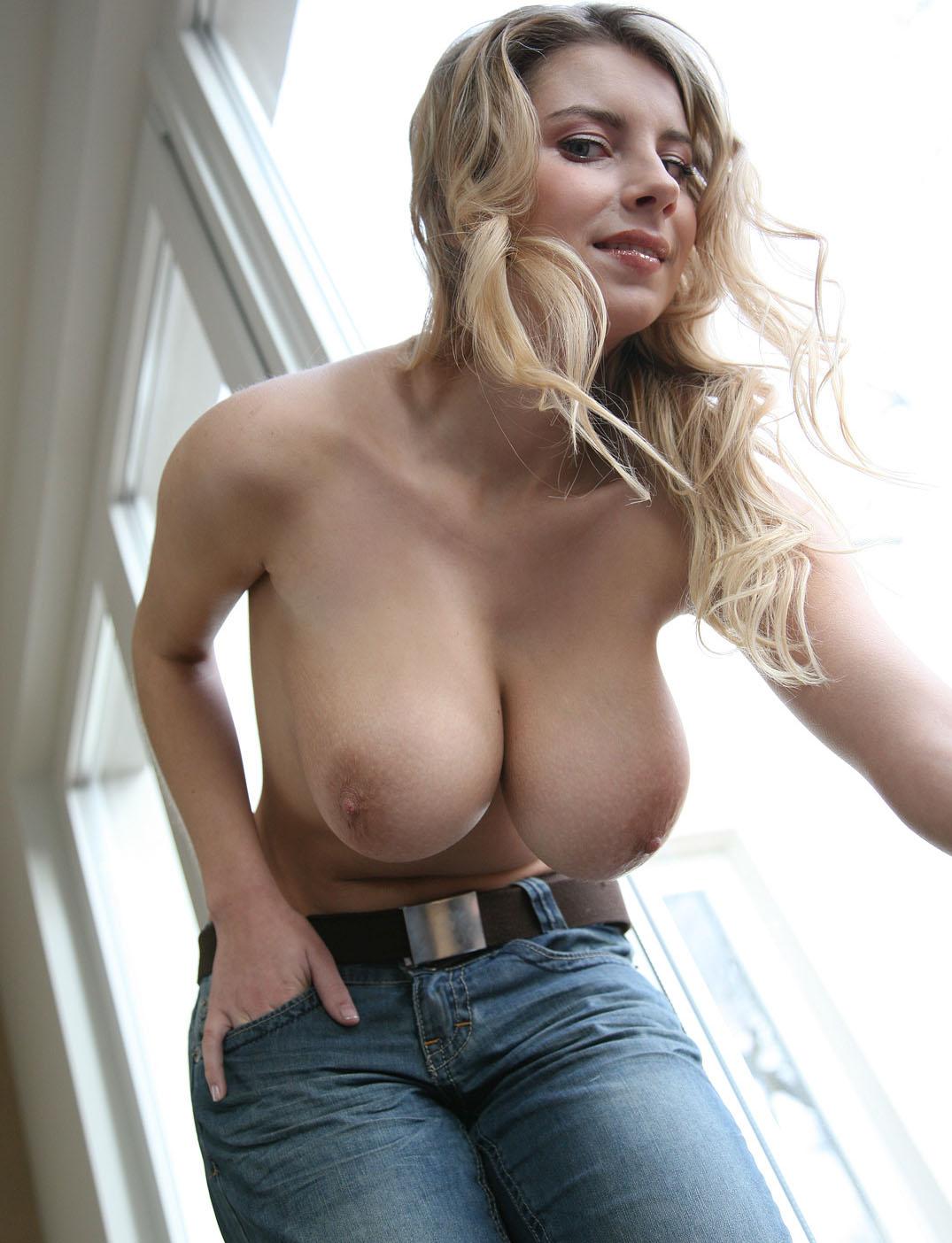 katarina-hartlova-jeans-big-tits-naked-window-04