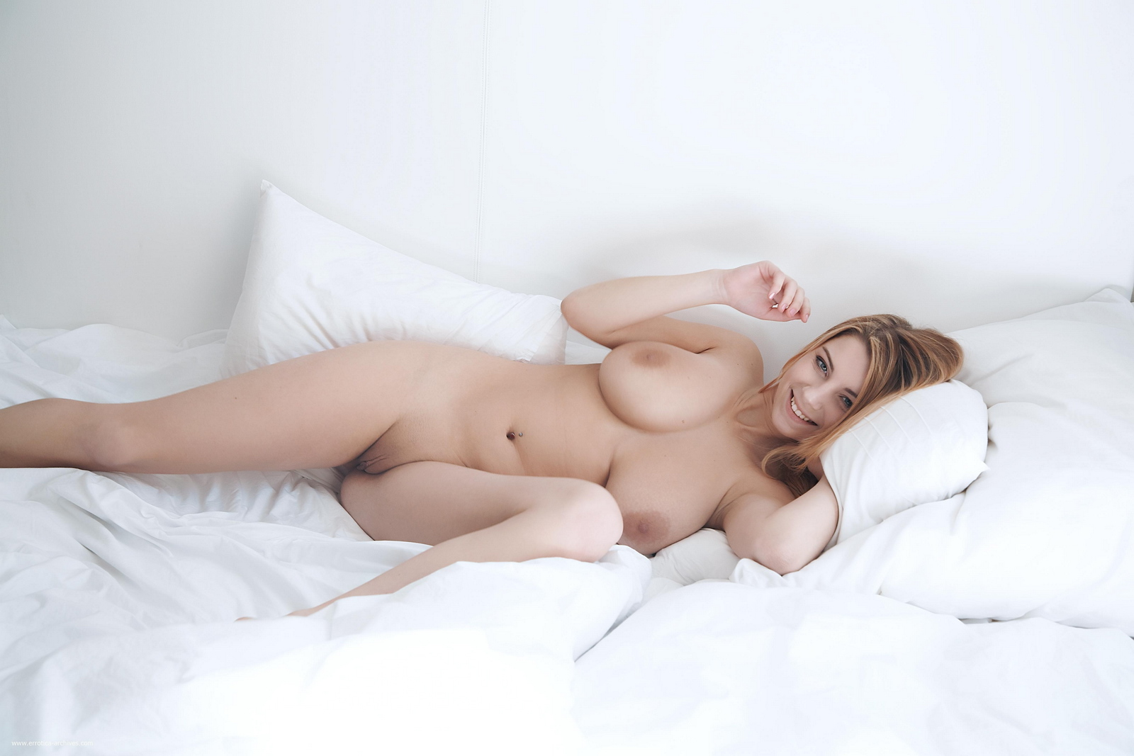 cathy-huge-tits-bedroom-naked-errotica-archives-27