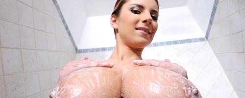 Katarina Dubrova in the shower