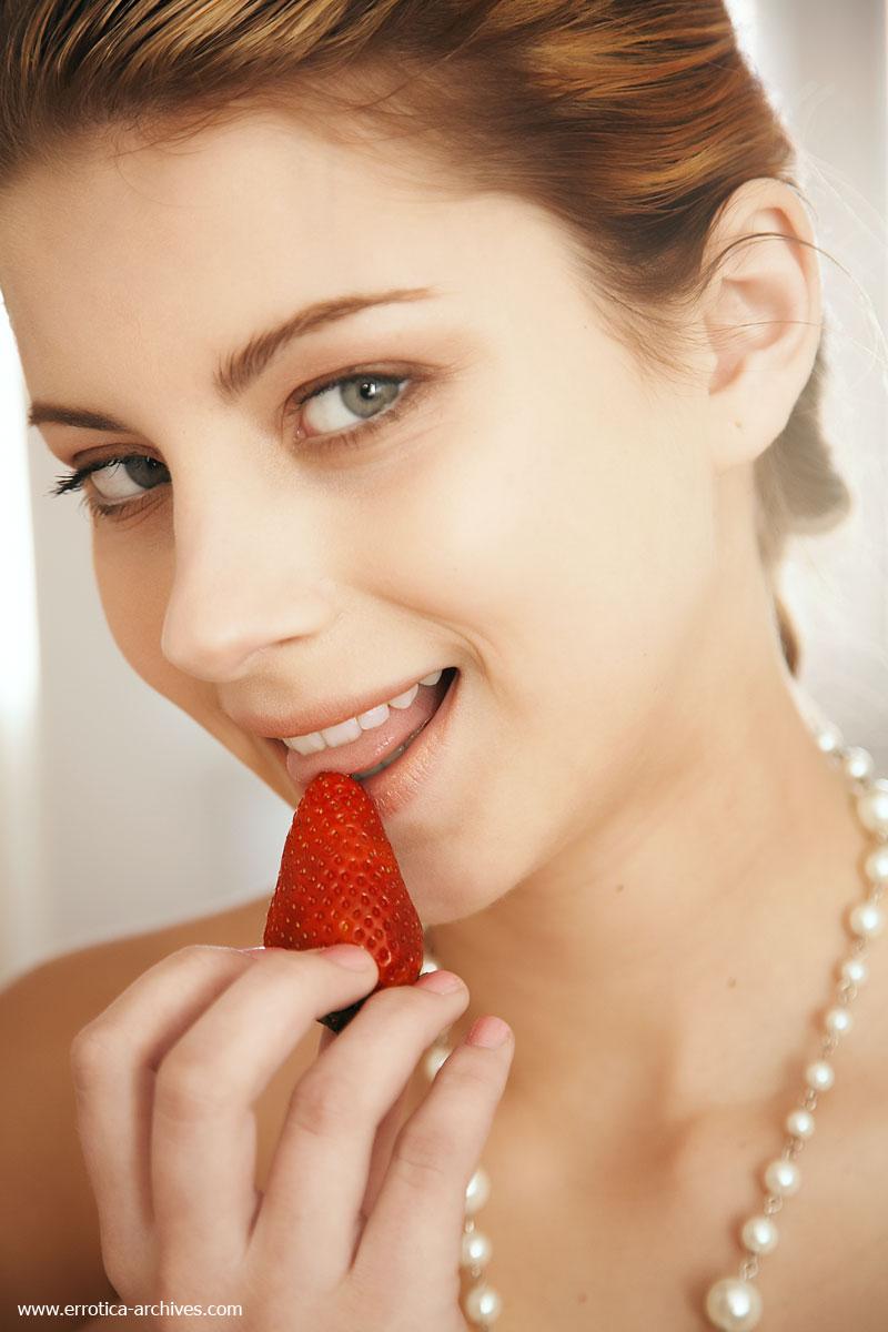 katarina-dubrova-strawberries-02