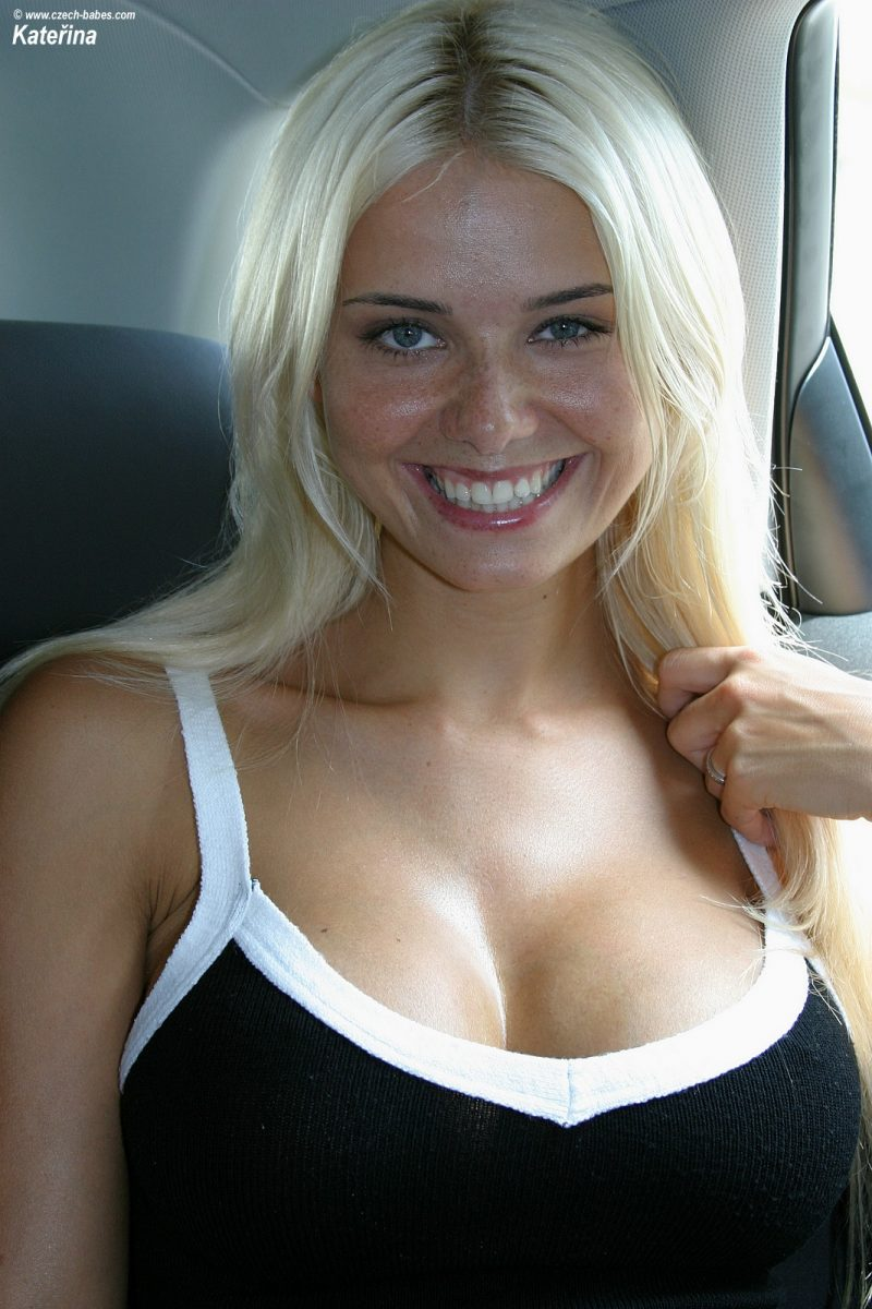 katerina-boobs-car-nude-czech-babes-01