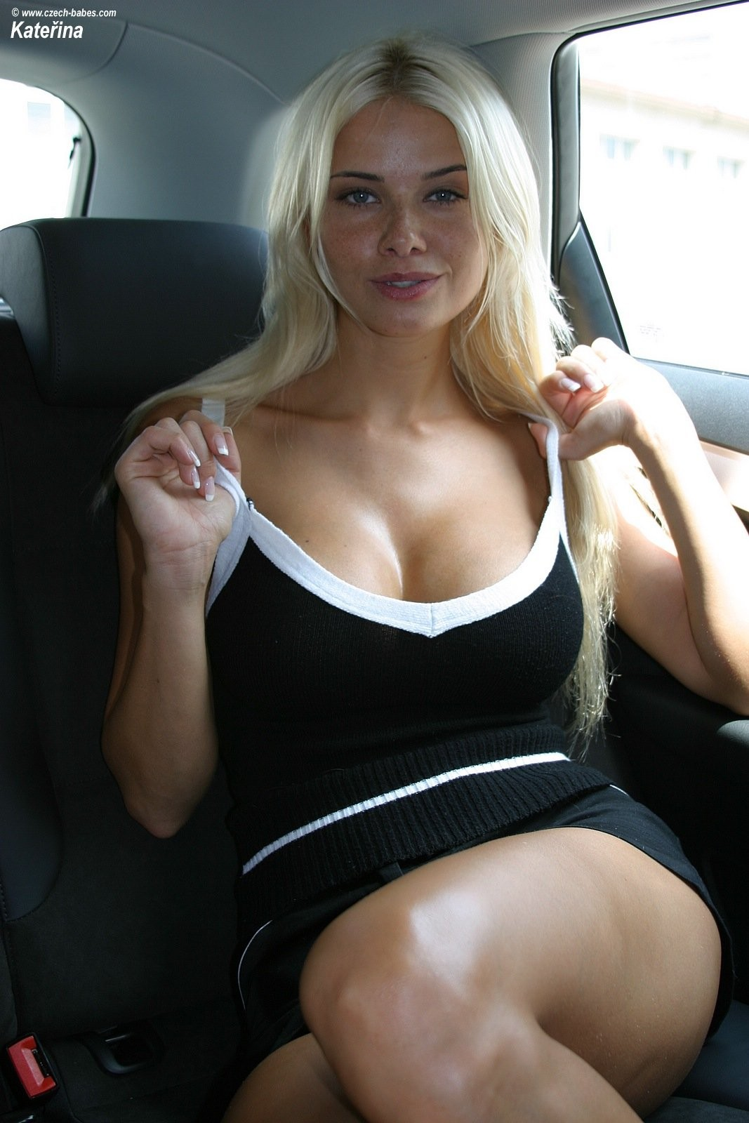 katerina-boobs-car-nude-czech-babes-02