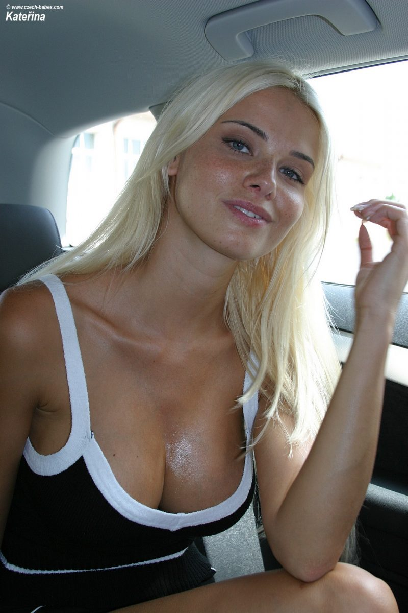 katerina-boobs-car-nude-czech-babes-04