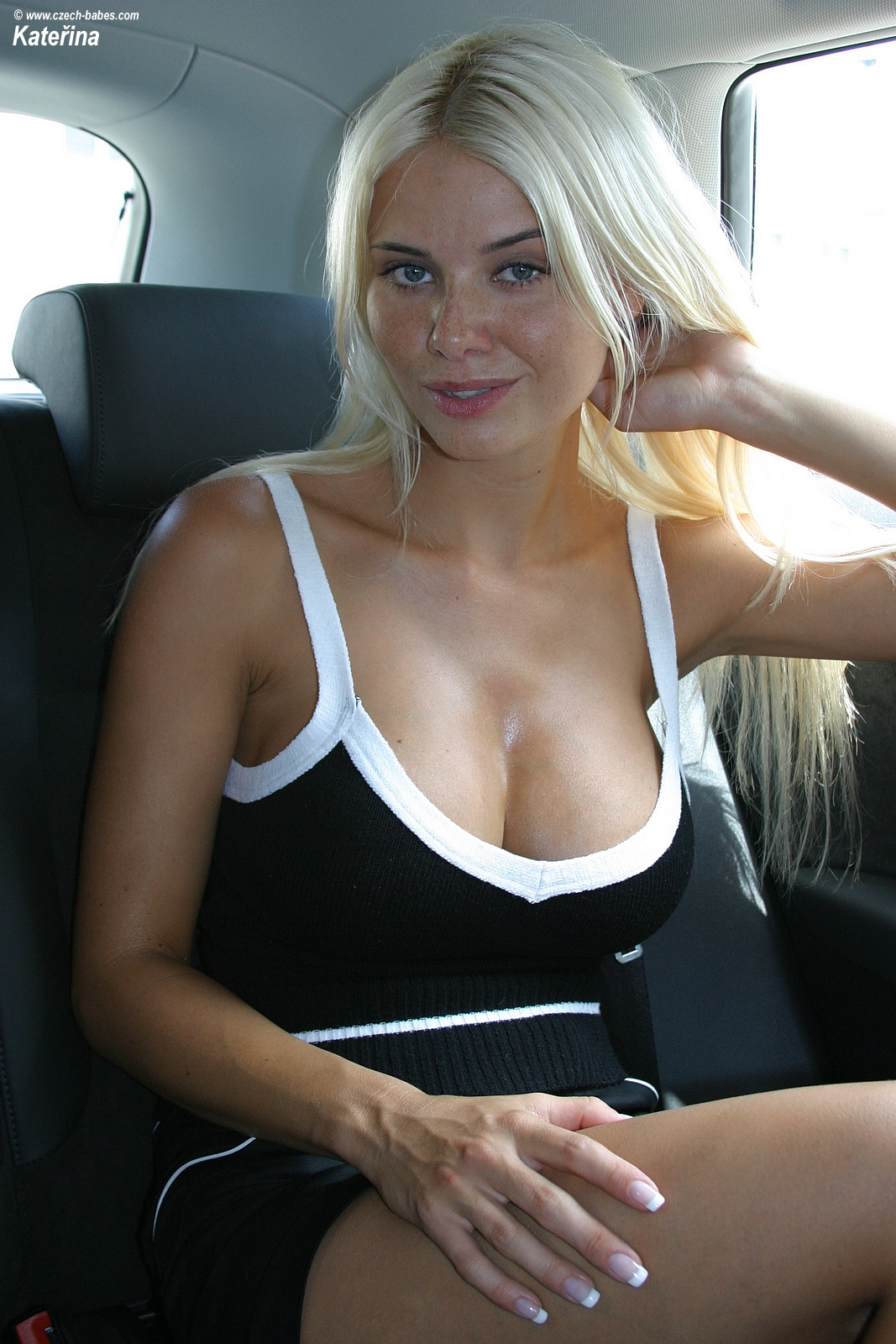 katerina-boobs-car-nude-czech-babes-07