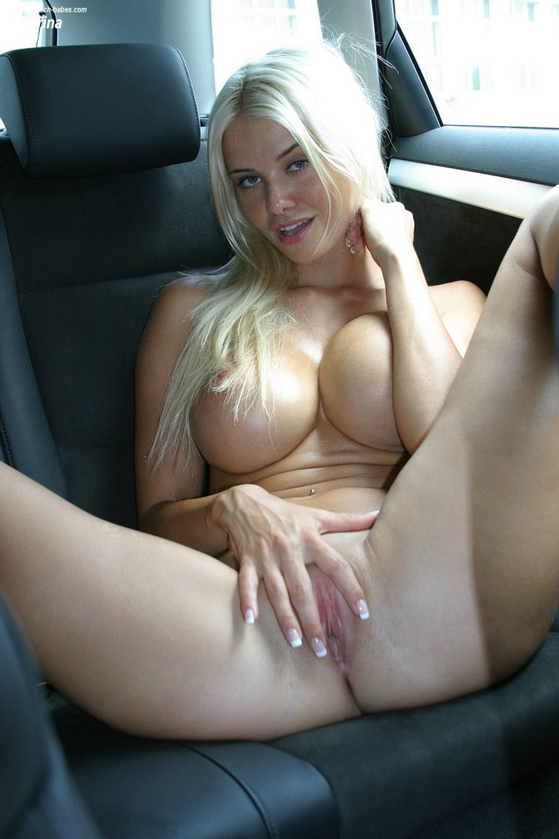 Authoritative Nude girl in backseat of car think