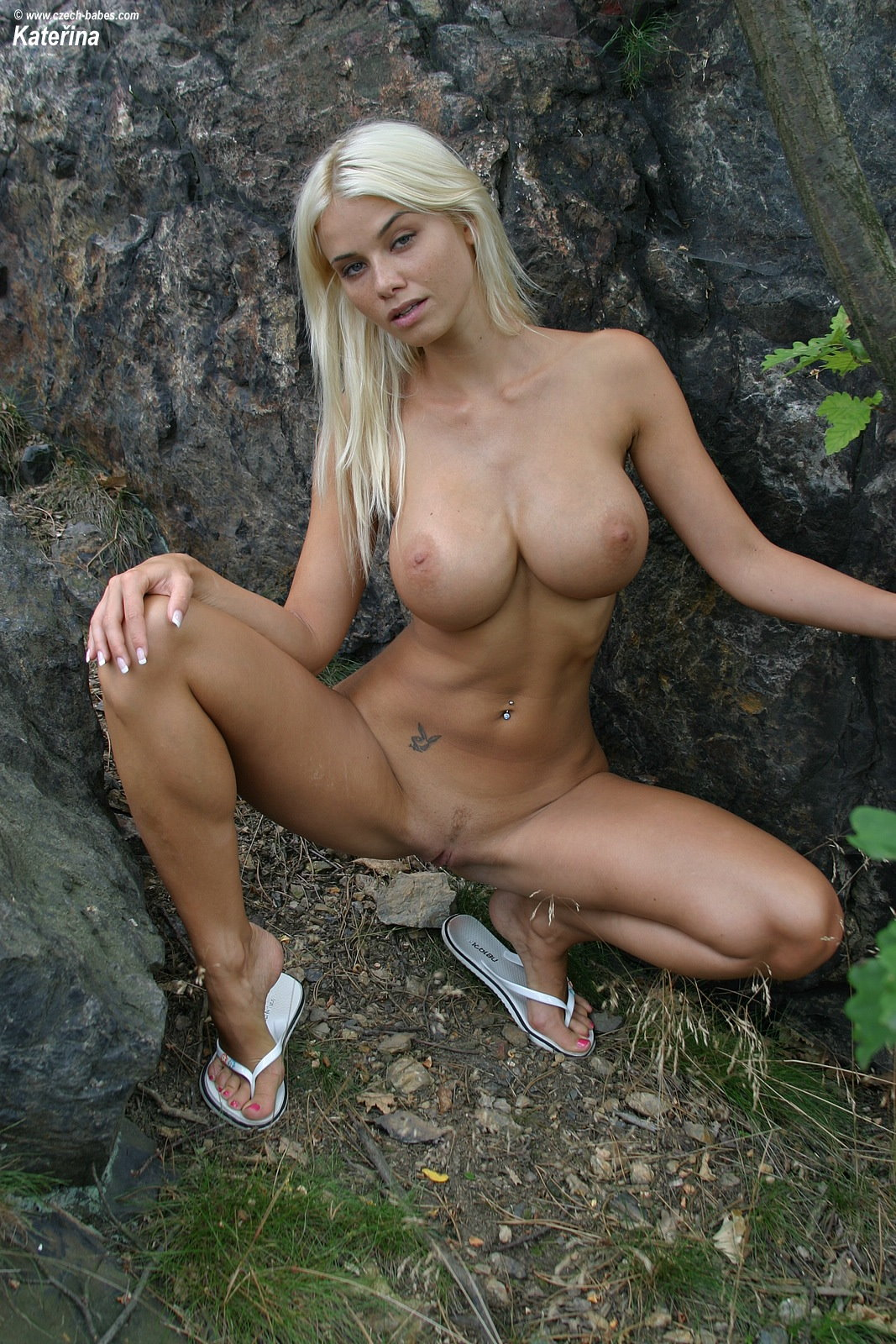 katerina-blonde-boobs-flip-flops-outdoor-naked-26
