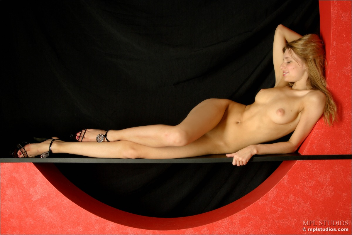 mikhaila-nude-in-high-heels-flowers-mplstudios-12