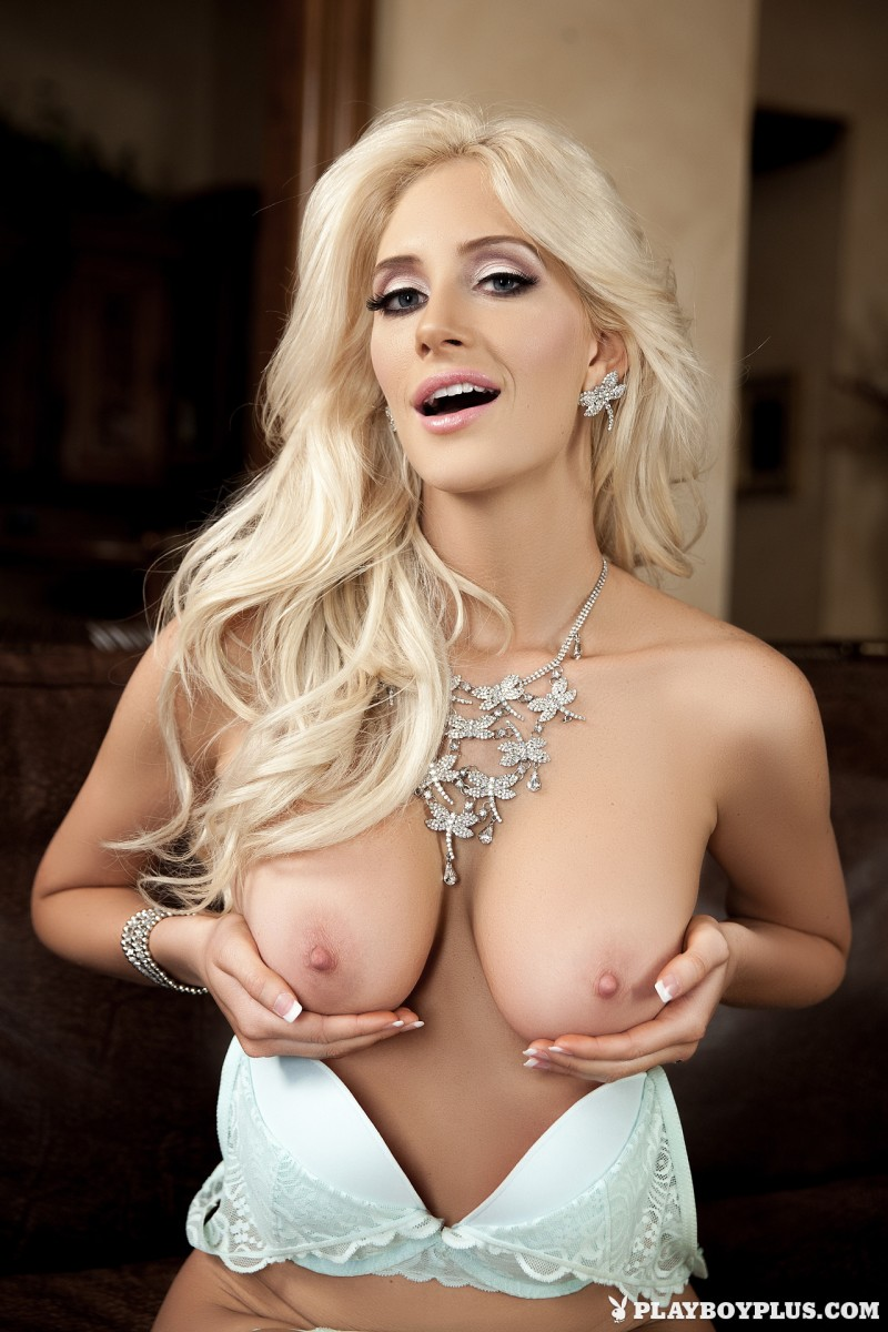 katie-calloway-blond-boobs-playboy-10