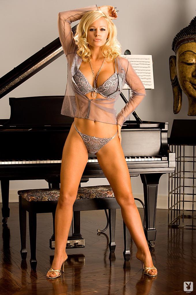 katie-lohmann-piano-playboy-02
