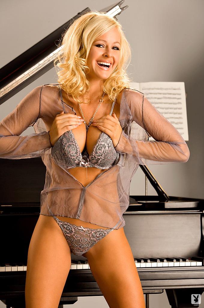 katie-lohmann-piano-playboy-03