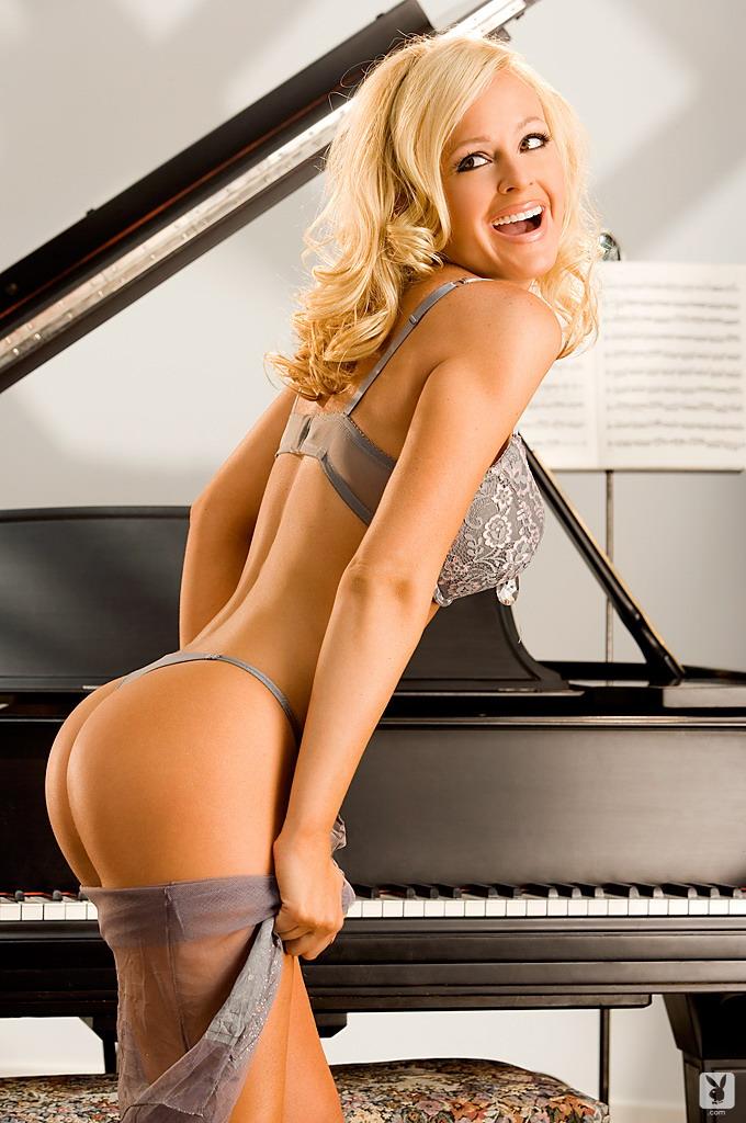 katie-lohmann-piano-playboy-07