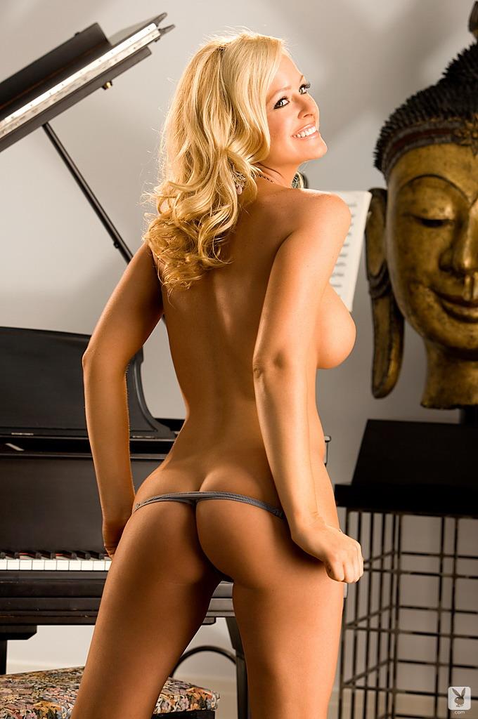 katie-lohmann-piano-playboy-11