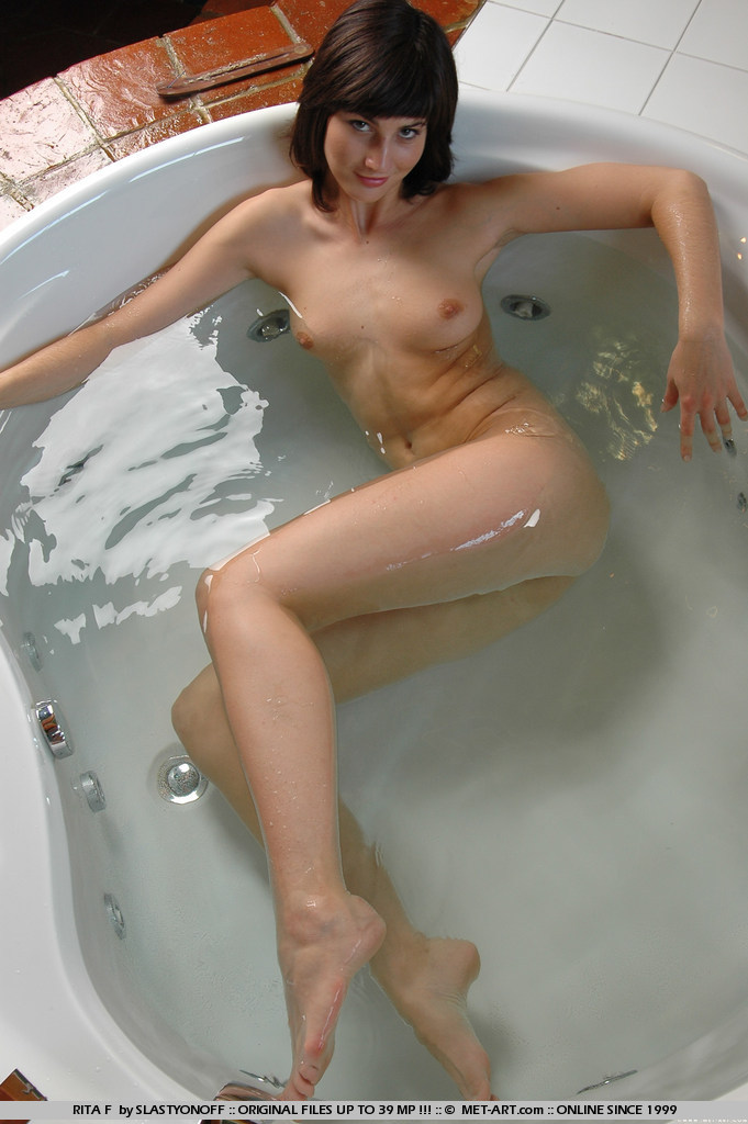 rita-f-bath-naked-met-art-01