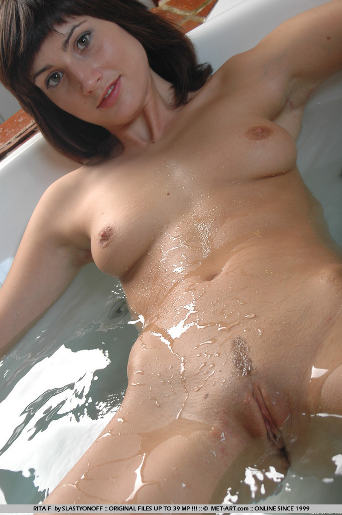 rita-f-bath-naked-met-art-02