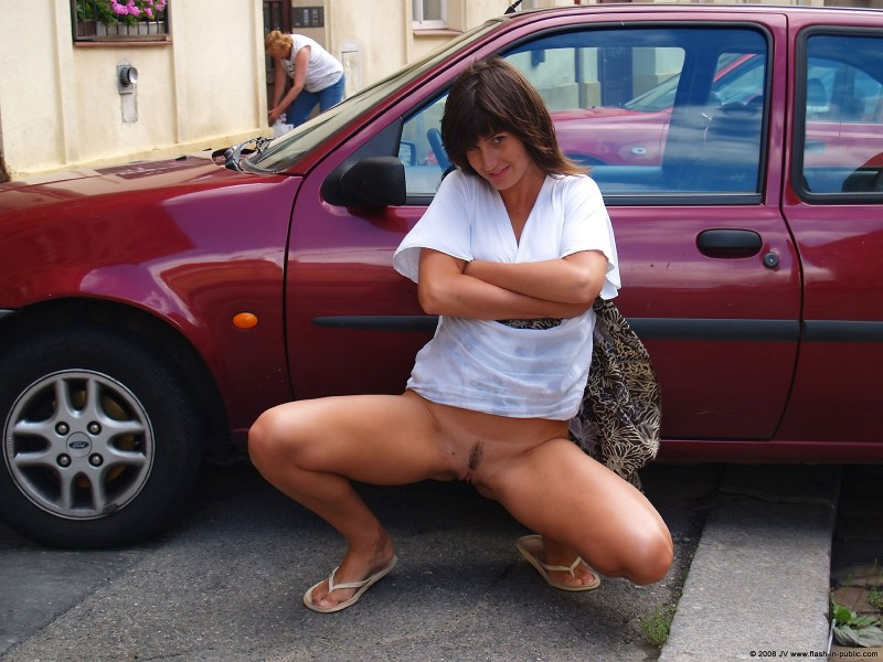 katka-h-prague-flash-in-public-05
