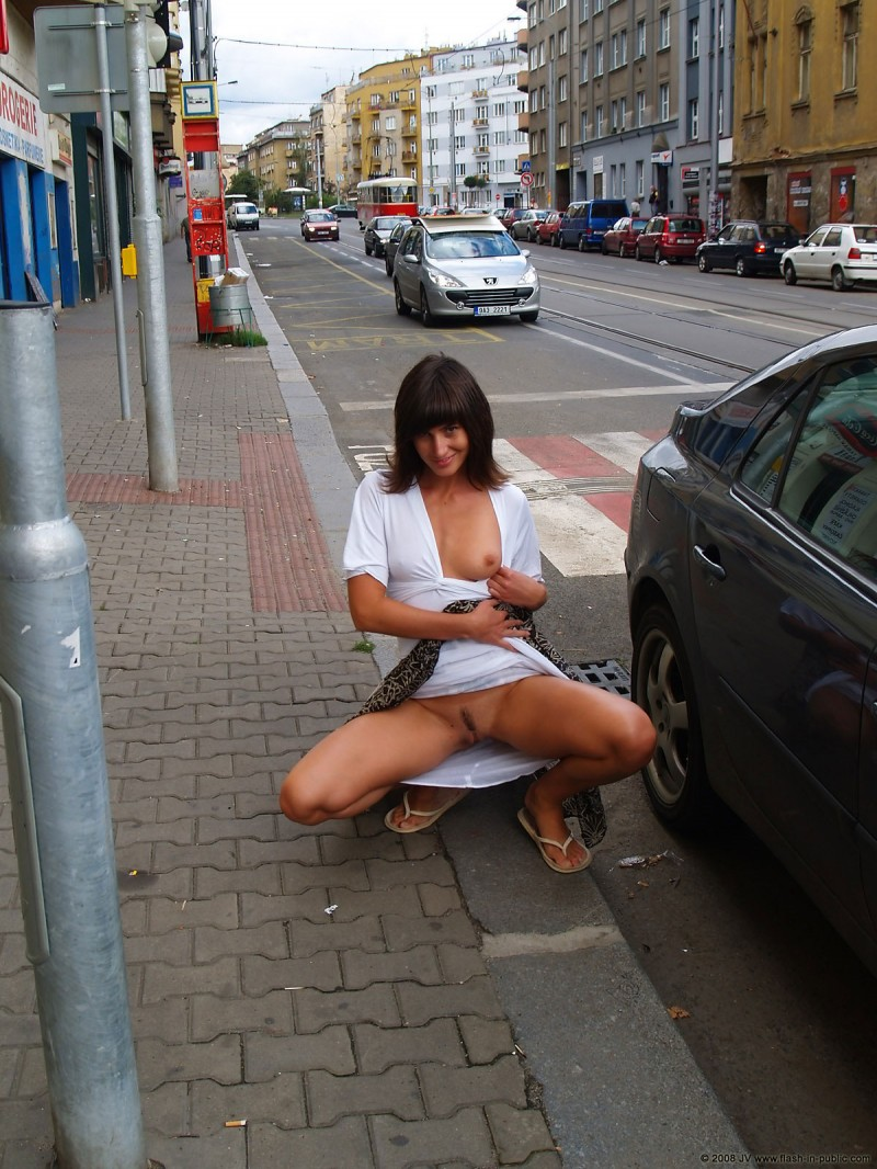 katka-h-prague-flash-in-public-06