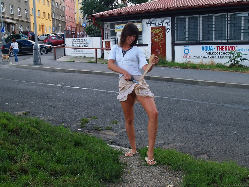 katka-h-prague-flash-in-public-16