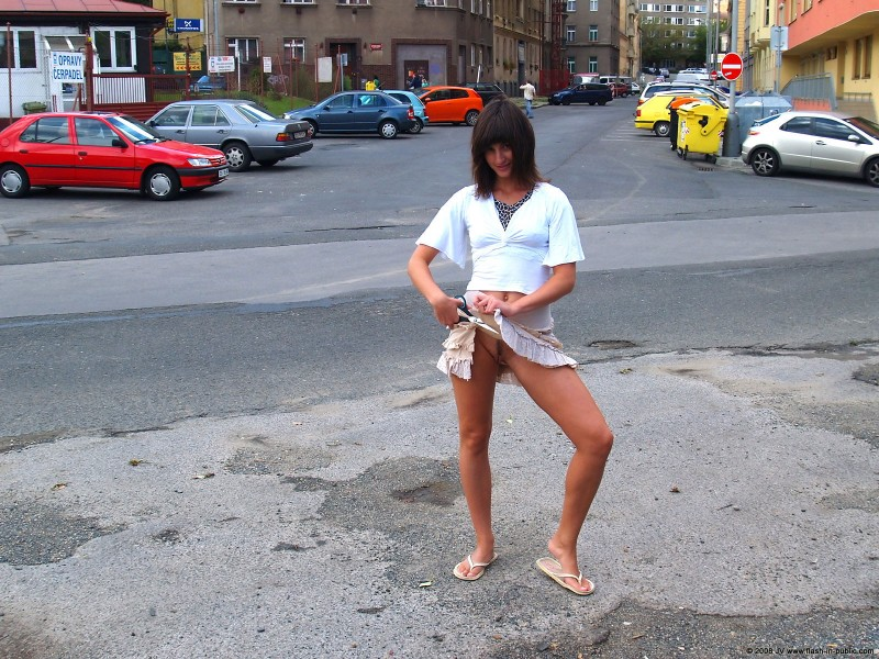 katka-h-prague-flash-in-public-17