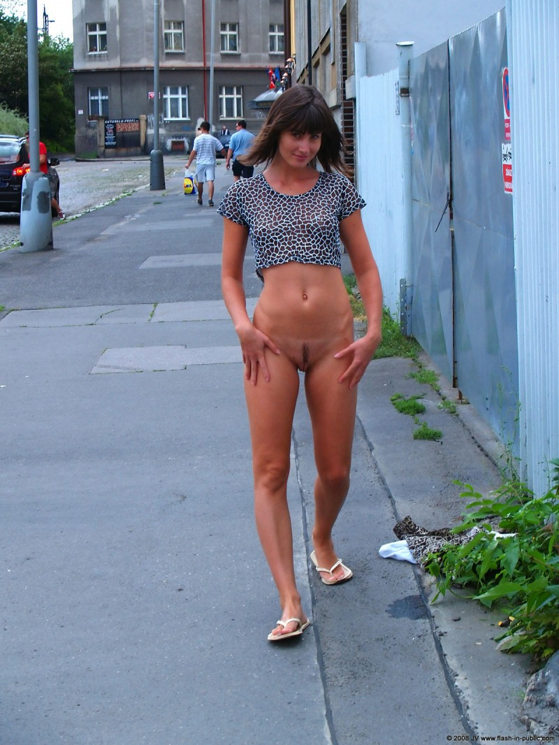 katka-h-prague-flash-in-public-20