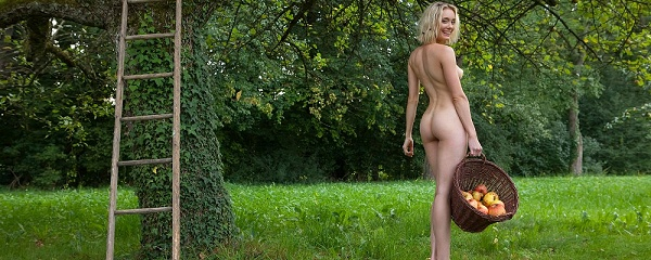 Katy Cee – Apple picking