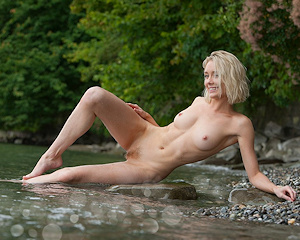 katy-blonde-river-nude-femjoy