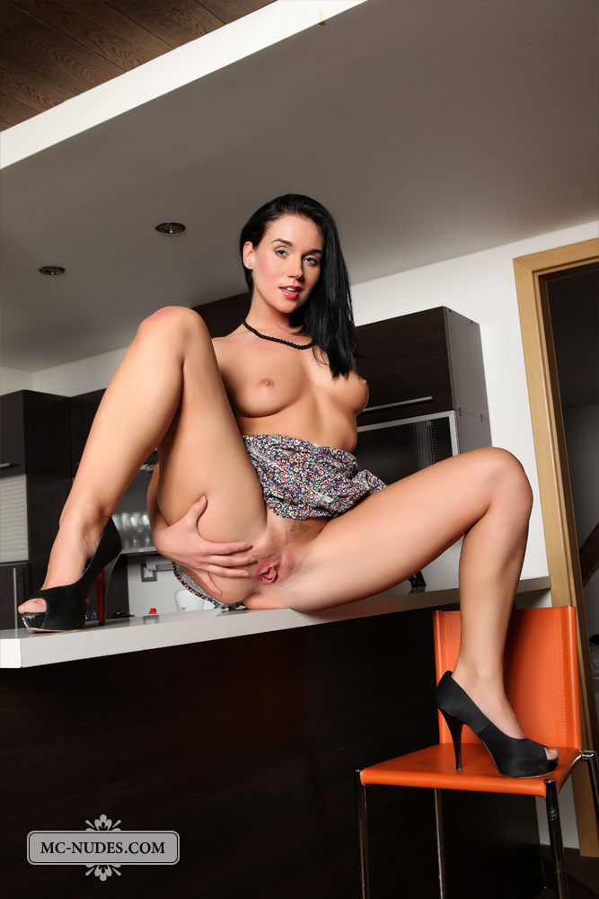 katie-nude-ass-kitchen-mcnudes-01